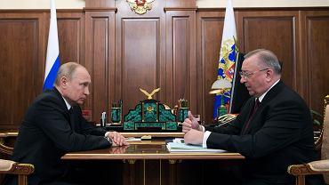 Rosja. Władimir Putin i szef Transneftu  Nikolai Tokarev. Temat: zanieczyszczona ropa naftowa z Rosji
