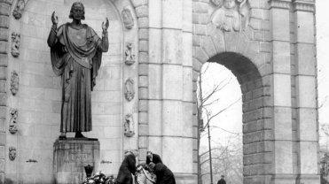 Figura Chrystusa, która stanie na pl. Mickiewicza będzie repliką tej z przedwojennego pomnika Wdzięczności