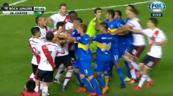Bijatyka podczas meczu River Plate - Boca Juniors
