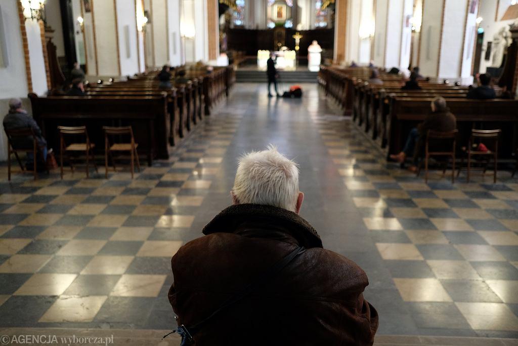 Koszalin i Słupsk. W trzech mszach świętych brała udział osoba zakażona koronawirusem? (zdjęcie ilustracyjne)
