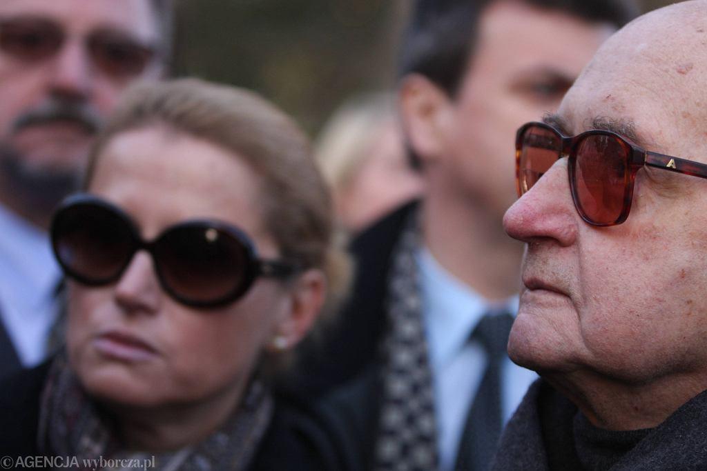 Generał Jaruzelski wraz z córką Moniką Jaruzelską na pogrzebie Franciszka Rakowskiego