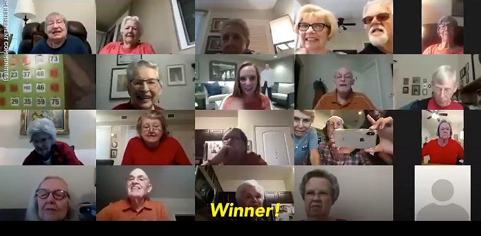 Seniorzy z Teksasu grają w bingo