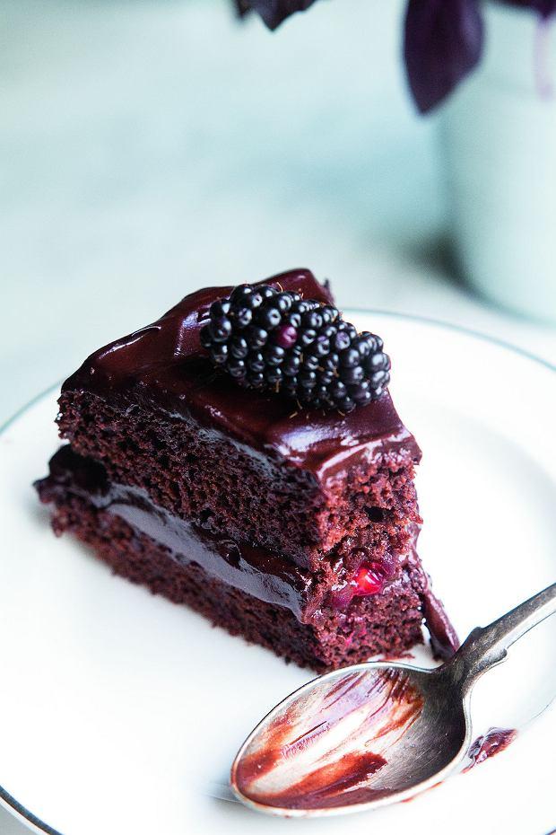 Tort czekoladowy z musem z awokado