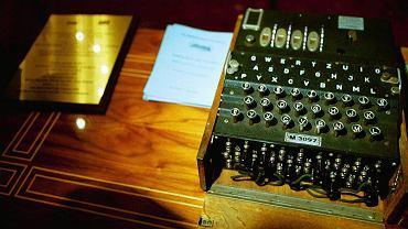 Enigma była niemiecką przenośną elektromechaniczną maszyną szyfrującą. Opracował ją w latach 20. XX wieku Arthur Scherbius, którego wytwórnia Scherbius i Ritter produkowała ją następnie w wersjach wojskowych i cywilnych. System Enigmy oprócz samego urządzenia składał się też z odpowiednich procedur jej wykorzystania. Niemieckie wojska rozpoczęły jego stosowanie 15 lipca 1928 r. Polacy w 1932 r. po raz pierwszy złamali szyfr