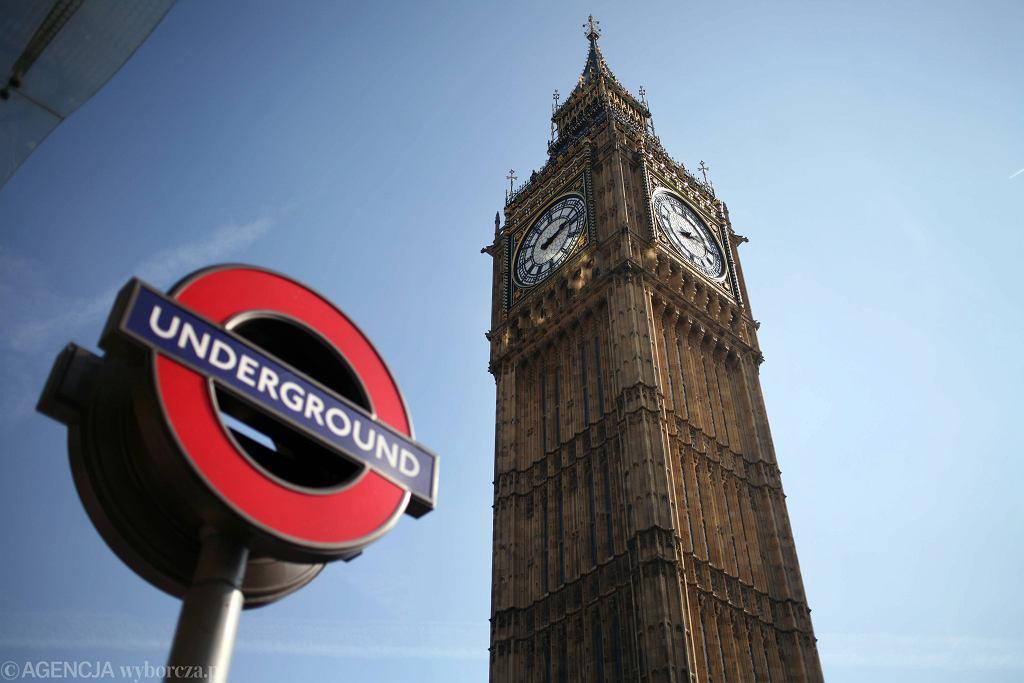 Brexit potrwa najpóźniej do końca 2020 roku. Na zdjęciu: symbole Wielkiej Brytanii Big Ben i metro w Londynie