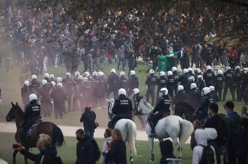 Bruksela. Policja rozbiła wielką imprezę przeciwników obostrzeń epidemicznych