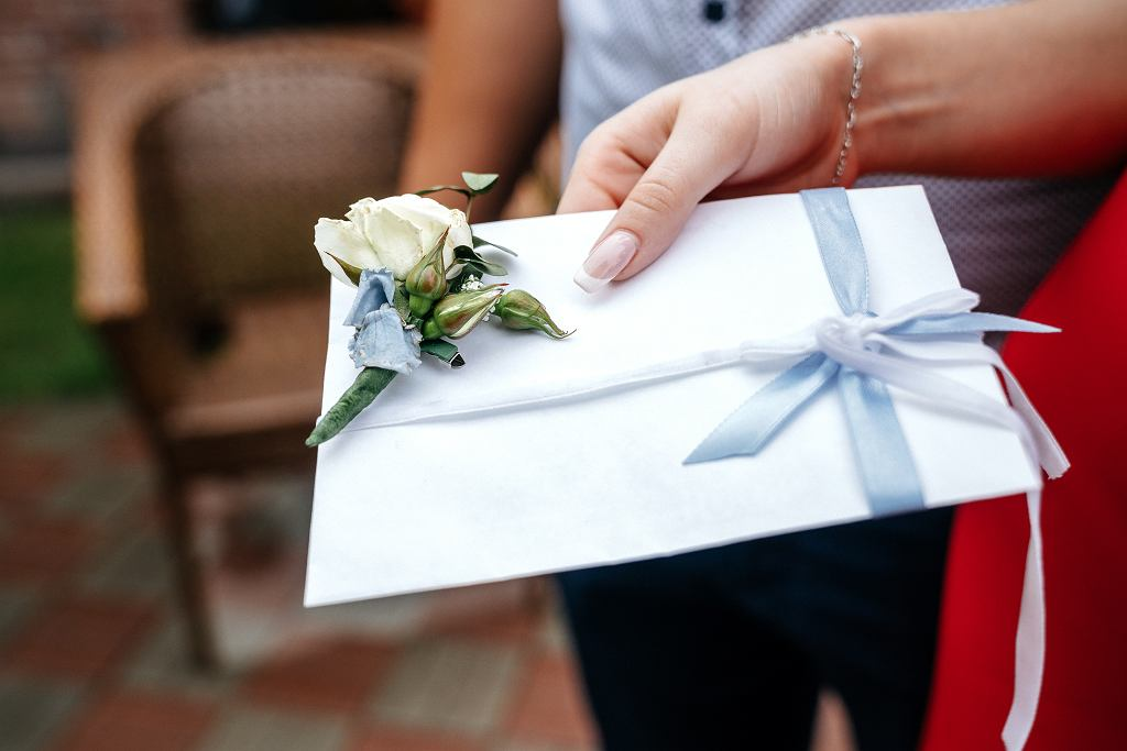 '800 złotych do koperty na wesele? Zastanawiam się, czy nie zrezygnować z udziału'
