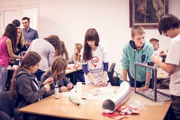 Studenci inspirują gimnazjalistów - trwają warsztaty Akademii Wynalazców im. Roberta Boscha