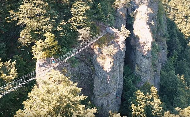 Atrakcja tylko dla odważnych. Na Słowacji otworzyli most wiszący nad przepaścią
