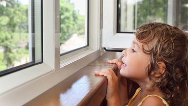 Ile dziecko  musi mieć lat, aby je bezpiecznie zostawić samo w domu?