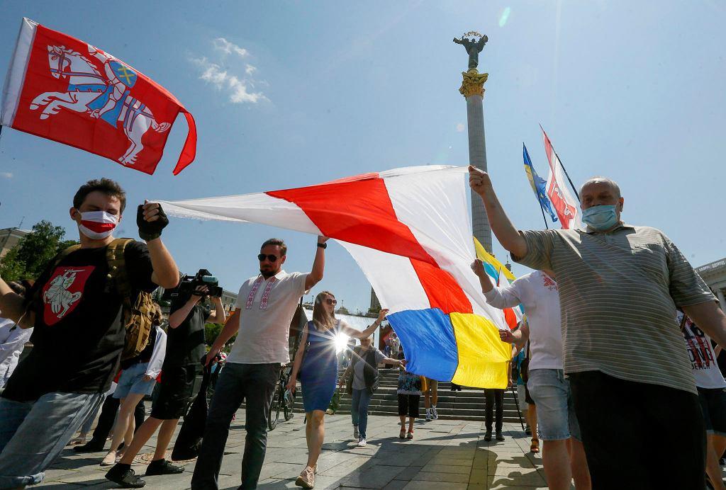 Demonstracja solidarności z białoruską opozycją na majdanie Niepodległości w Kijowie, 28 czerwca 2020