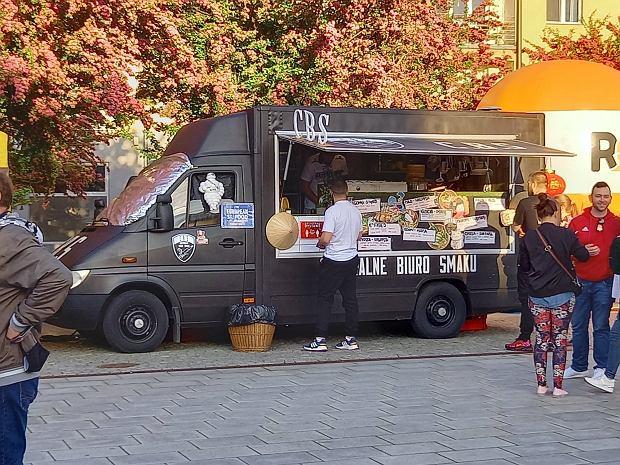 Zdjęcie numer 22 w galerii - Po sukcesie w Kielcach food trucki znów serwują u nas pyszności
