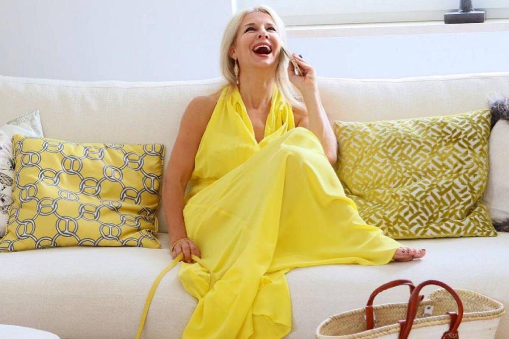 Żółte sukienki dla kobiet po 50-tce