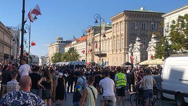 Demonstracja 'Stop agresji LGBT' w Warszawie oraz kontrmanifestacja