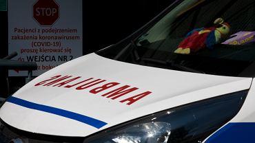 Sanitariusz pod wpływem narkotyków woził po Wrocławiu martwą pacjentkę - zdjęcie ilustracyjne