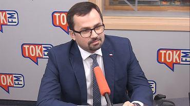 Marcin Horała w studiu TOK FM.