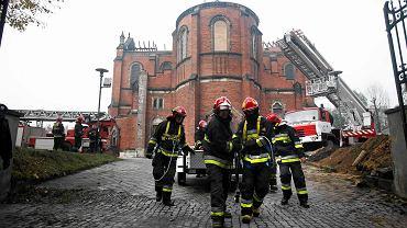 W nocnym pożarze 29 października spłonął dach zabytkowej katedry w Sosnowcu