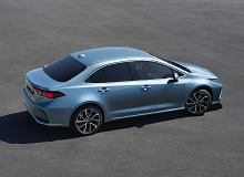 Który samochód sprzedaje się najlepiej w 2019 r.? Lubiana w Polsce Toyota przed wielkim pickupem ze Stanów