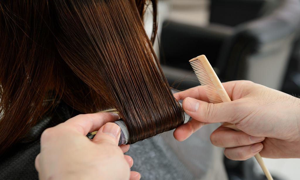 Postarzające i dawno niemodne fryzury, których lepiej unikać