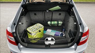 Samochód pakuj z głową. Jeśli to możliwe zamocuj bagaż, by podczas gwałtownego hamowania nie przemieszczał się po wnętrzu.