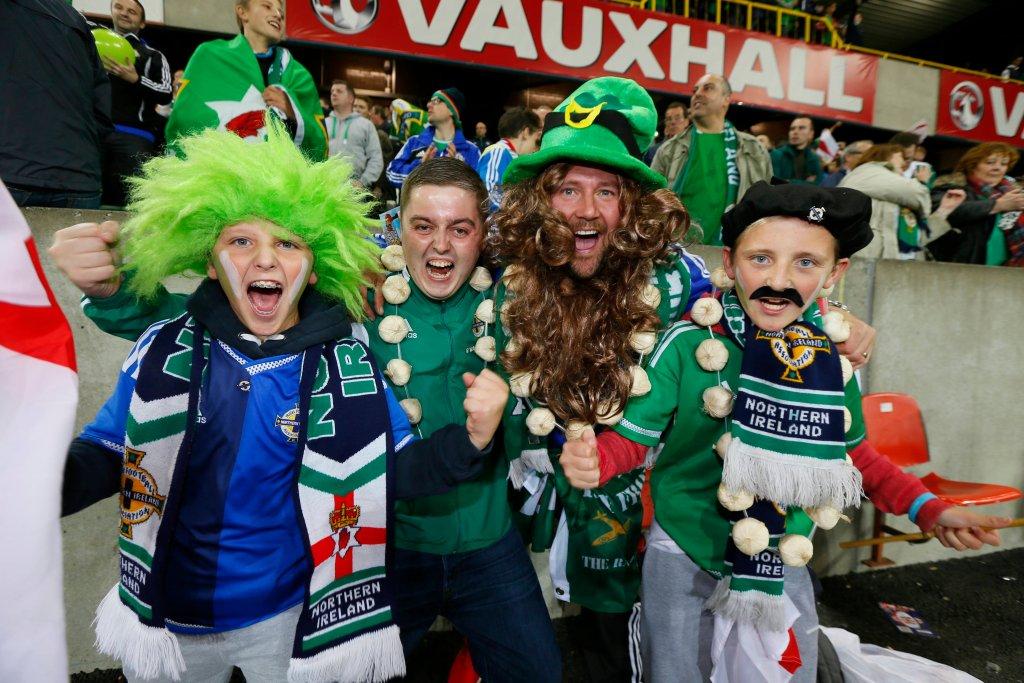 Kibice Irlandii Północnej świętują awans na pierwsze w historii mistrzostwa Europy