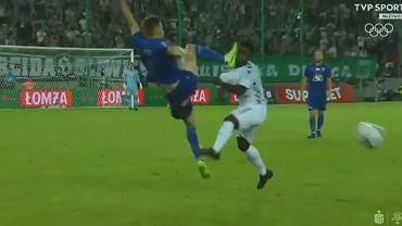Joel Pereira i jego brutalny faul na piłkarzu Górnika Zabrze
