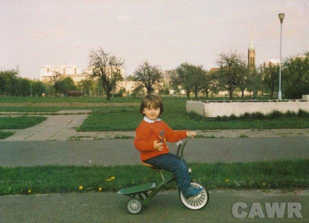 Park im. Edwarda Szymańskiego, w tle ieże kościoła św. Stanisława (1987 r).