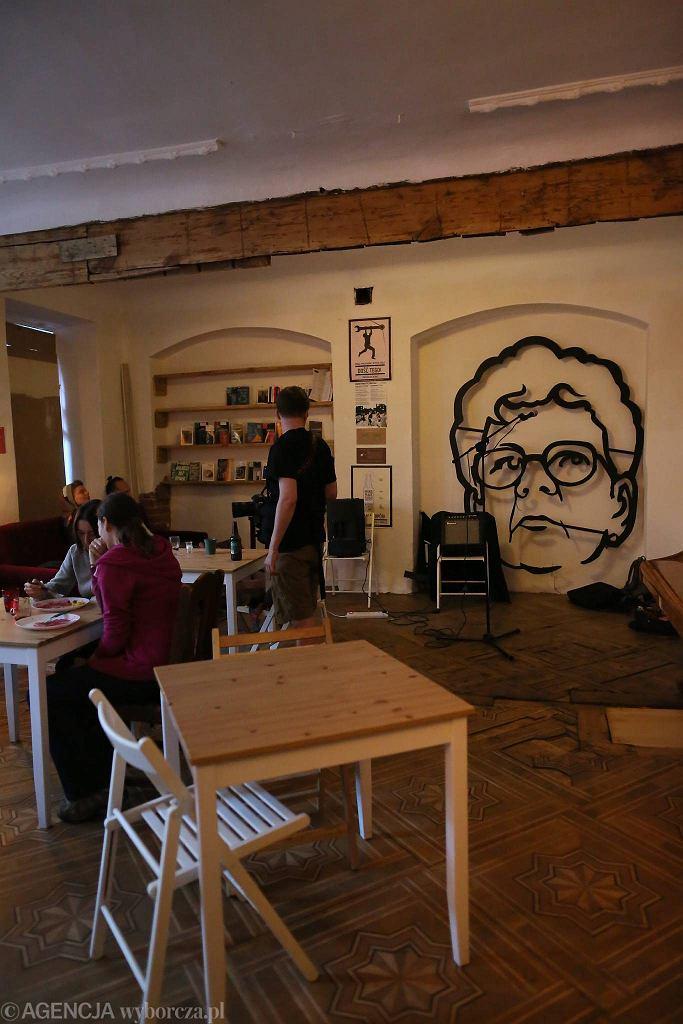 Cafe Kryzys przy squotcie Syrena / AGATA GRZYBOWSKA