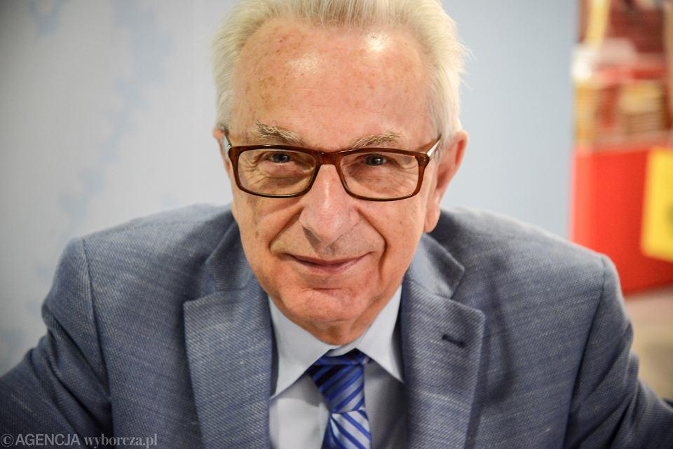 Prof. Zbigniew Lew-Starowicz na Warszawskich Targach Książki