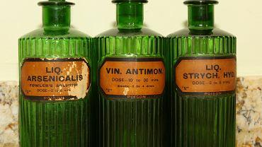 Bardzo długo nie zdawano sobie sprawy z zabójczych właściwości niektórych substancji i np., używano ich jako lekarstw