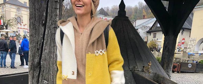 Paulina Sykut-Jeżyna na urlopie w Kazimierzu Dolnym. Założyła bardzo modny płaszcz. Wygląda super!
