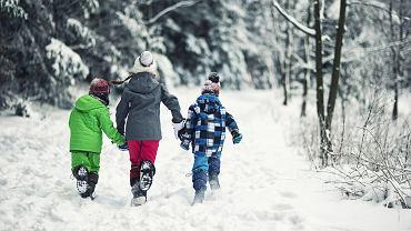 Jak zaplanować wypoczynek zimowy z dziećmi? Przede wszystkim trzeba zastanowić się, skąd wziąć tyle dni urlopu...