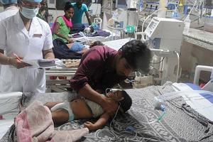 Tajemnicza choroba w Indiach zabija dzieci. Zmarło ich już ponad 40