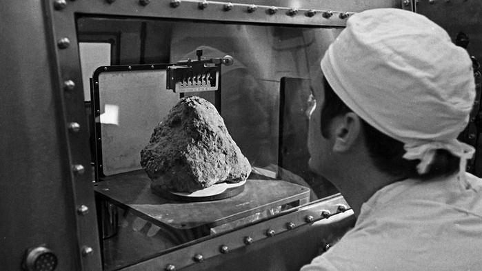Skała zwana 'Big Bertha', którą z Księżyca przywieźli astronauci misji Apollo 14