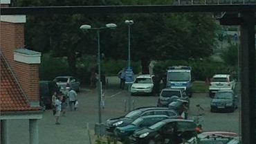 Policja w czasie interwencji przy Lidlu na al. Grunwaldzkiej.