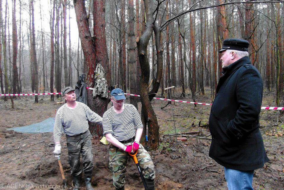 Ekshumacje żołnierzy radzieckich w lesie koło Kostrzyna nad Odrą