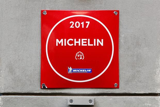 Bib to skrót od Bibendum, czyli imienia ludzika Michelin, którego głowa jest symbolem oznaczenia Bib gourmand