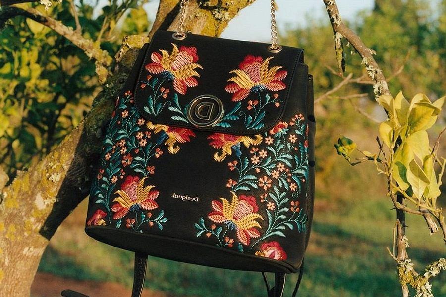 Haftowane torebki na każdą okazję. Kolorowe modele to modny