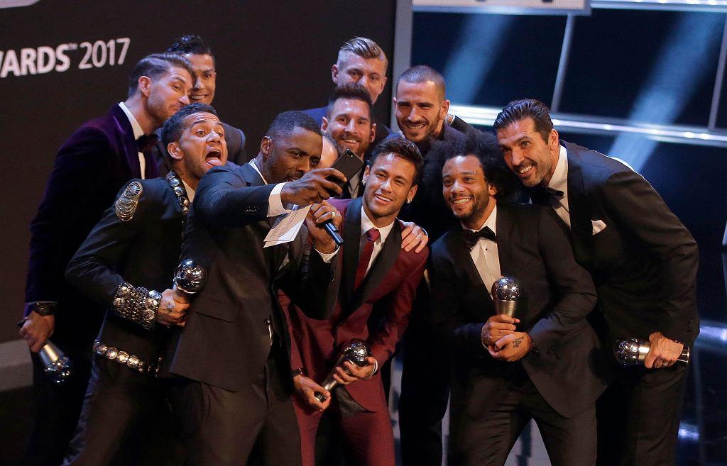 Najlepsza jedenastka roku FIFPro: Gianluigi Buffon - Dani Alves, Sergio Ramos, Leonardo Bonucci, Marcelo - Luka Modrić, Toni Kroos, Andres Iniesta - Lionel Messi, Neymar, Cristiano Ronaldo.