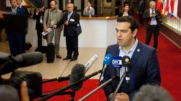 Premier Grecji Alexis Tsipras podczas rozmowy z dziennikarzami w Brukseli