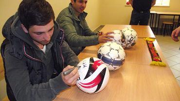 Piłkarze Jagiellonii: Georgi Popchadze i Nika Dzalamidze gościli w Ośrodek dla Cudzoziemców w Białymstoku