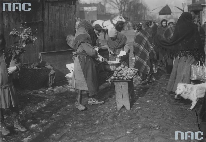 Sprzedaż pączków na pl. Kercelego (Kercelaku)