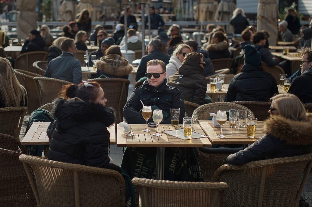 Koronawirus. Szwecja nie wprowadziła ostrych restrykcji. Życie Szwedów toczy się niemal bez zmian (zdjęcie z dnia 4 kwietnia 2020)