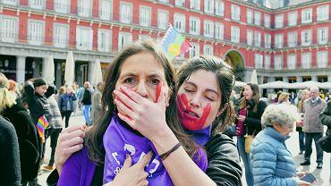Manifestacja w Madrycie w Dzień Kobiet. Prawica ma pretensje do rządu, że pozwolili na nią mimo rozwijającej się wtedy epidemii, Madryt, 4 marca 2020.