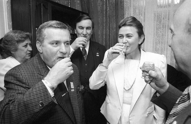PHOTO:EAST NEWS/KAROL MALCUZYNSKI    3.06.1989 - dzien wyborow.    N/Z: Lech Walesa i Barbara Piasecka-Johnson