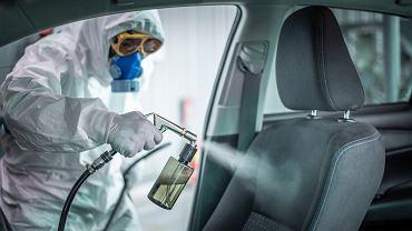 Dezynfekcja samochodu jest ważnym procesem. Zdjęcie ilustracyjne, Photographicss/shutterstock.com