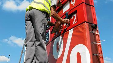 Zmiana cen na stacji paliw.
