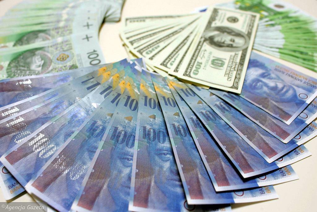 Kursy walut 28.04. Główne waluty w górę [Kurs dolara, funta, euro, franka]