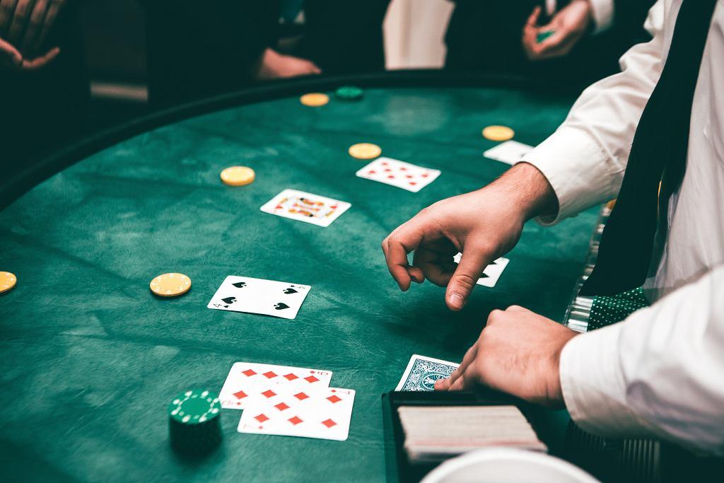 Podatek od wygranej - ile wynosi i kto musi go zapłacić? [Lotto, kasyno, teleturniej]