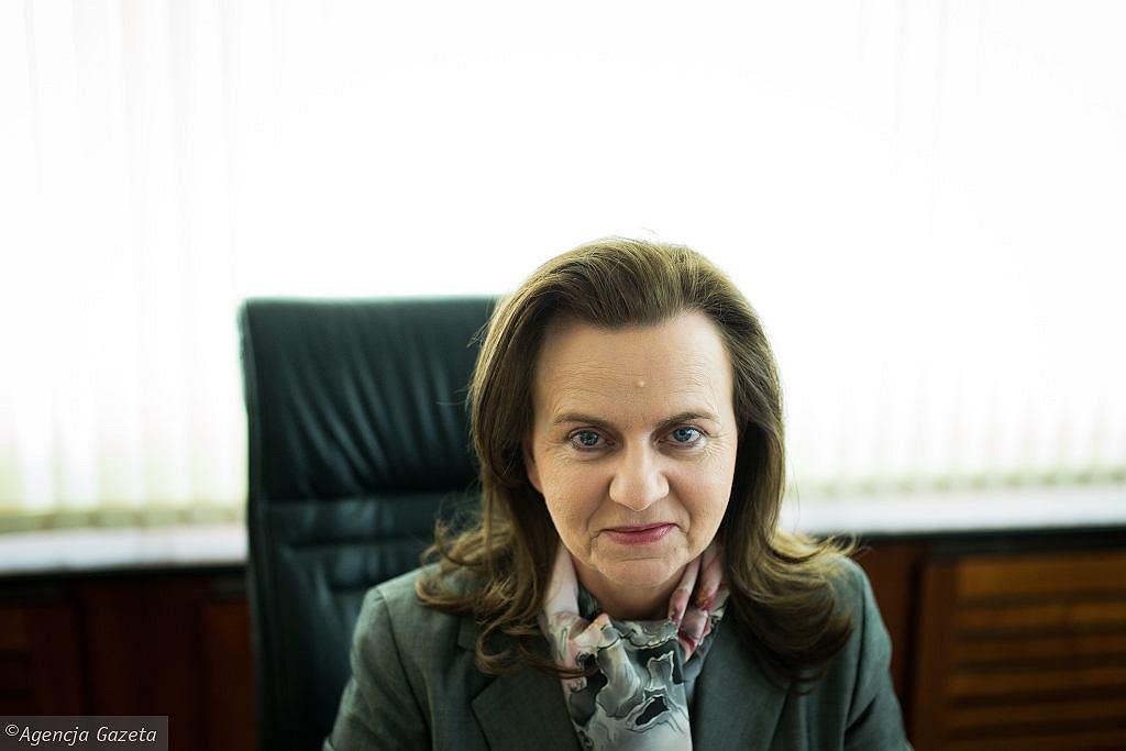 Emerytury tylko na konto. Prezes ZUS tłumaczy decyzję. 'Zmiana uzasadniona'. Na zdjęciu prof. Gertruda Uścińska
